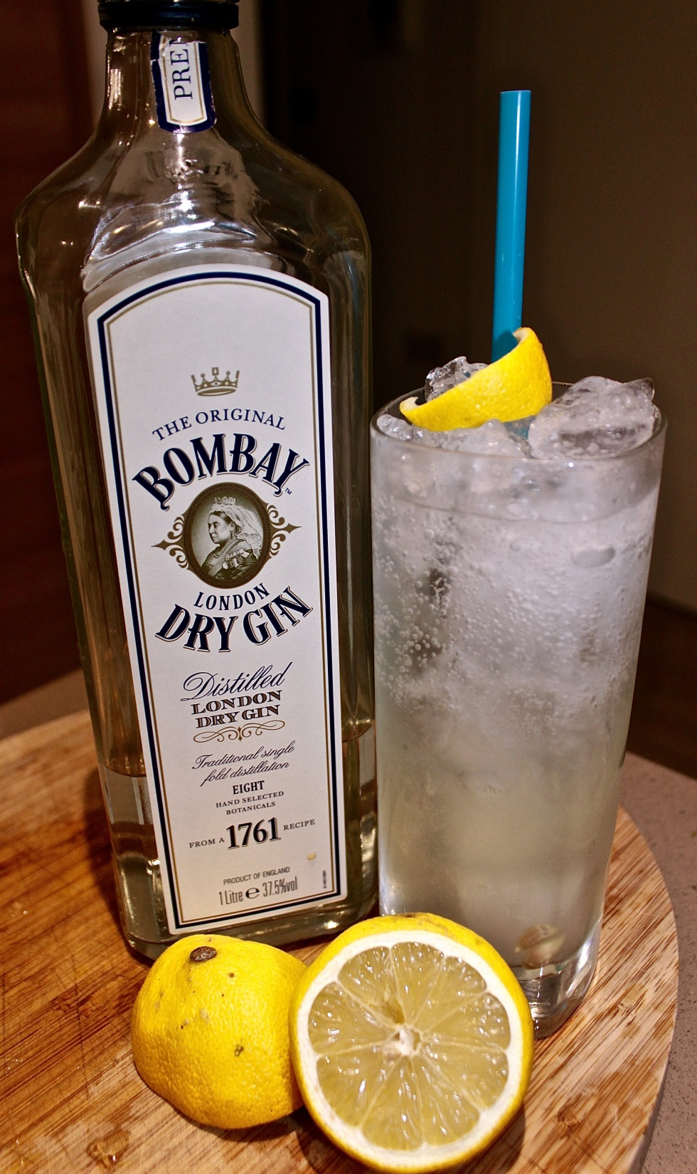 Tom Collins Recipe gin cocktail Bombay Dry Gin Lemon