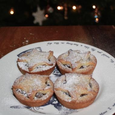 vegetarian brandy and date mince pies recipe The Jam Jar food blog